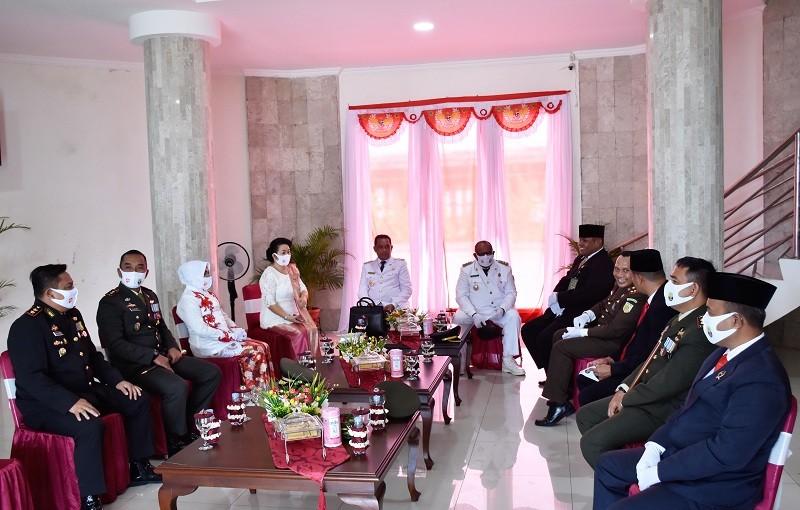 Bupati, Wakil Bupati beserta Forkopimda di ruang istirahat sebelum upacara