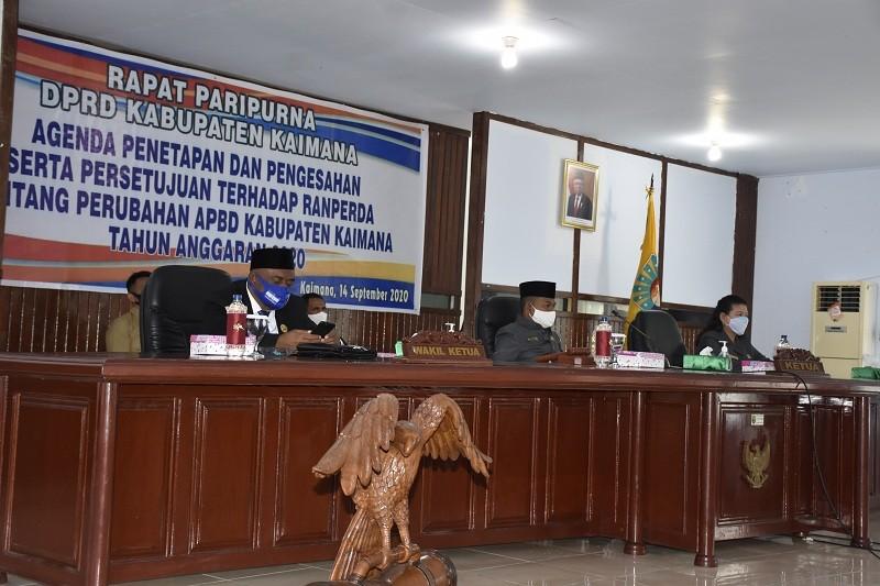 Ketua DPRD, Wakil Ketua I dan Wakil Ketua II dalam Rapat Paripurna DPRD