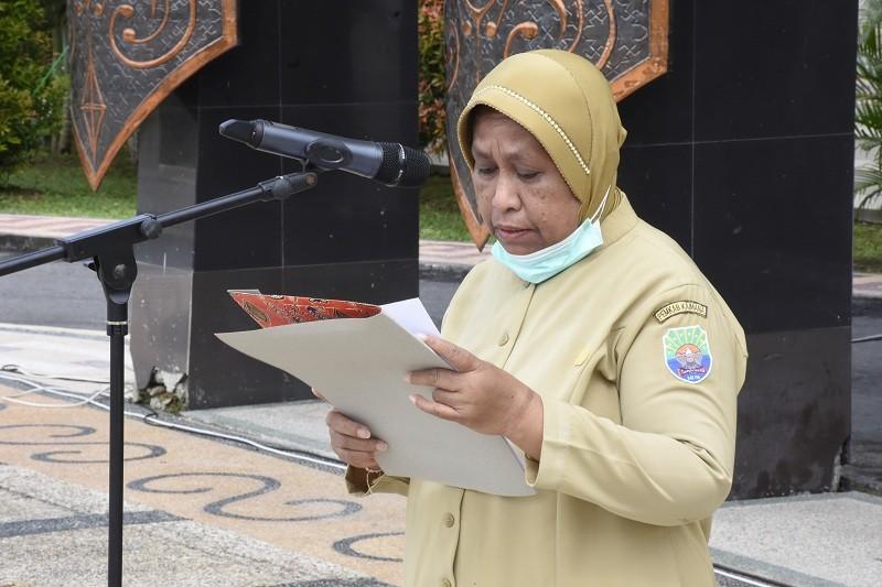 Sekretaris Daerah Rita Teurupun, S.Sos membacakan surat pengunduran dirinya sebagai ASN