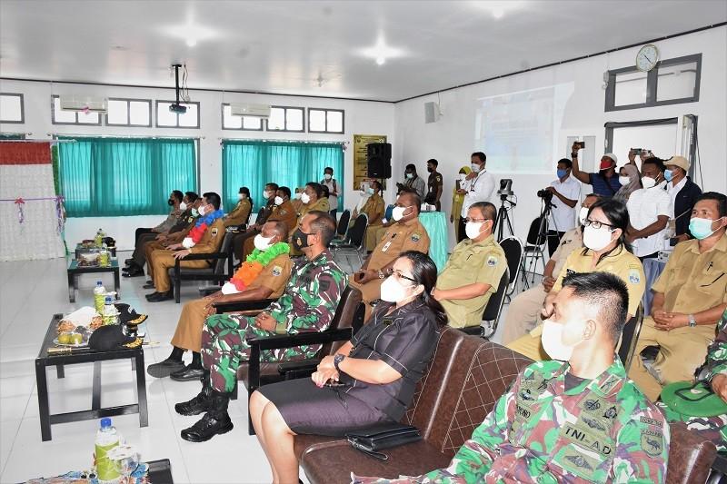 Bupati dan Wakil Bupati Kaimana  Beserta Anggota Forkopimda  Dalam Acara  Lounching Aplikasi Sikda Generik di Puskesmas Kaimana