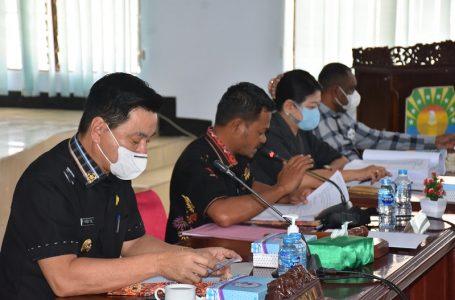 Bupati Kaimana Freddy Thie, Ketua DPRD Irsan Lie, Wakil Ketua I Jaquilina Claudia, S.Hut., dan Wakil Ketua II Kasir Sangey, Pada Rapat Kerja DPRD bersama Pemerintah Daerah
