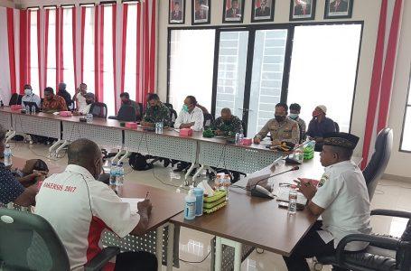 Wakil Bupati Kaimana Beserta Anggota Forkopimda Menerima Panitia KBMAP IV di Ruang Rapat Kantor Bupati Kaimana