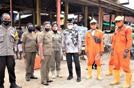 Wakil Bupati Kaimana Hasbulla Furuada Mengunjungi Pasar Airtiba Kaimana